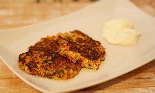 Zucchini Möhren Puffer low carb